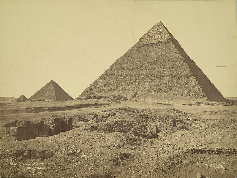 798px-Giza._Pyramids_of_Khafre_and_Menkaure_(Chefren_and_Mykerinus)[1]